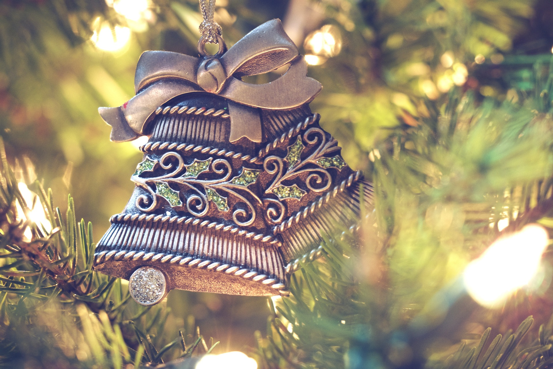 christmas decorations 1150015 1920